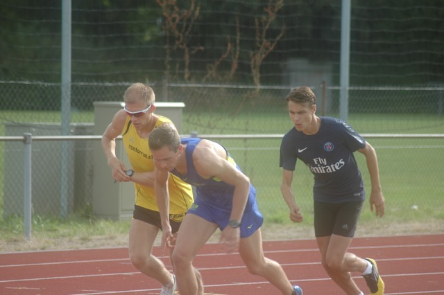 Track training session intervals 8-4-16 with three athletes in Maastricht