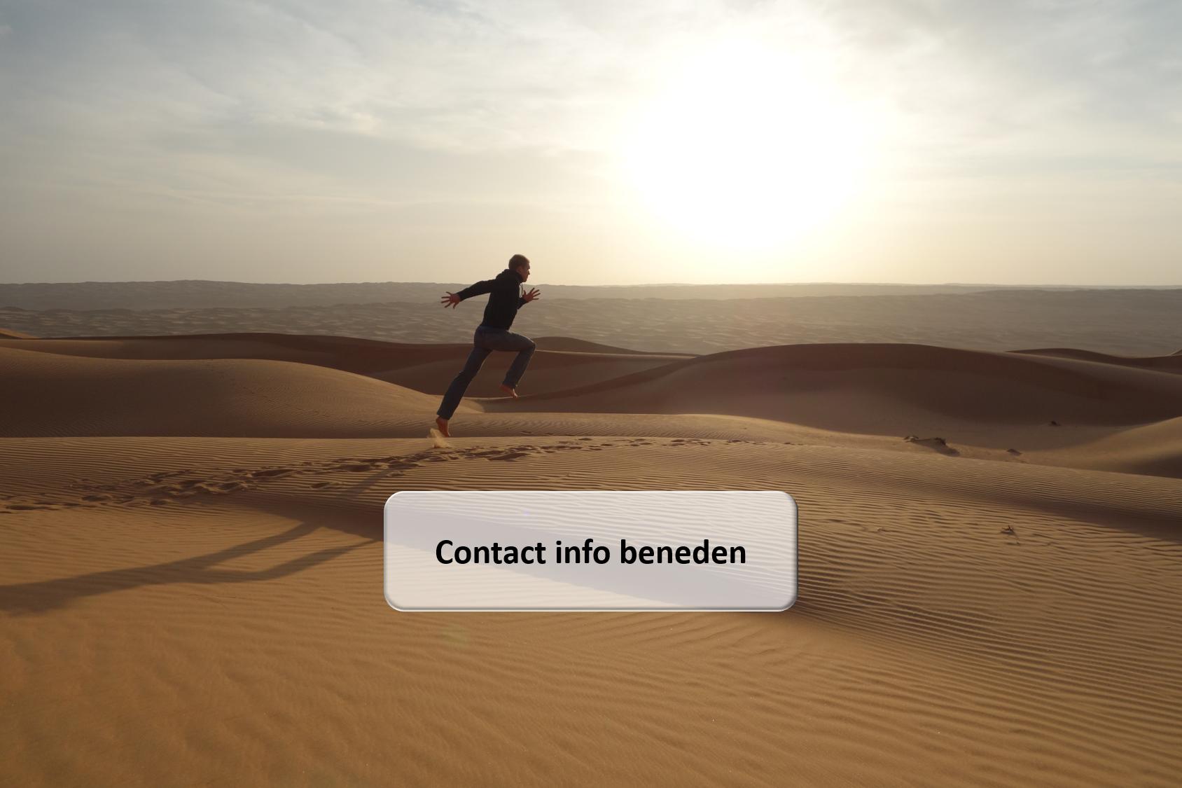 Contact Bas Van Hooren sprinten in zand in woestijn